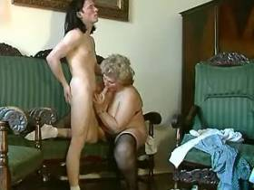Old slut likes to blow young cock