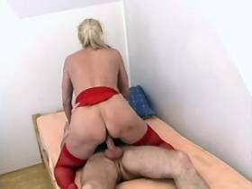 Granny in red stockings gets juice after cockriding