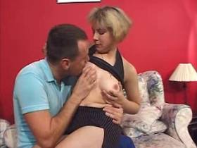 Blonde mature gets licking pussy and does blowjob