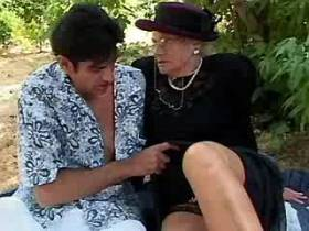 Granny gets licking old cunt and sucks cock outdoor