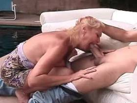 Elder mature gets fresh facial after fuck outdoor
